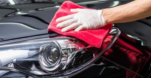 Kompletné čistenie interiéru a exteriéru s ochranou laku auta a možnosťou tepovania. Dajte si svojho miláčika vyčistiť zvonka aj zvnútra.