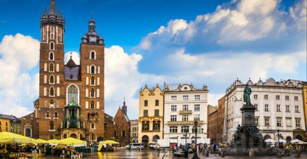 Historický Krakov je jedným z najnavštevovanejších miest v Európe. Doprajte si rodinný pobyt v 3* hoteli Petrus s raňajkami či polpenziou.